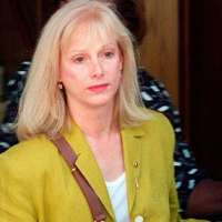 Sondra Locke, frequent co-star in Clint Eastwood films, dead at 74.