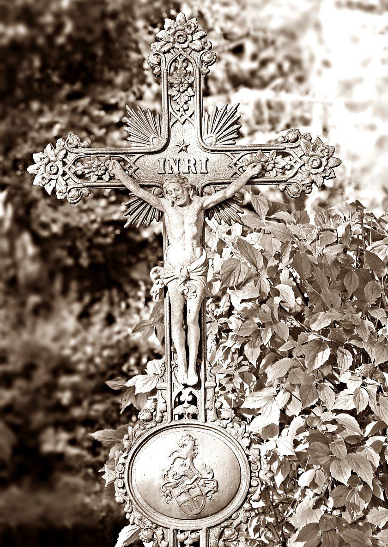 black-and-white-catholicism-cross-210428.jpg